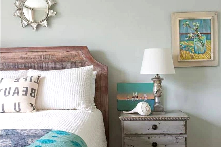 A Distressed Look Works Well For the Coastal Theme