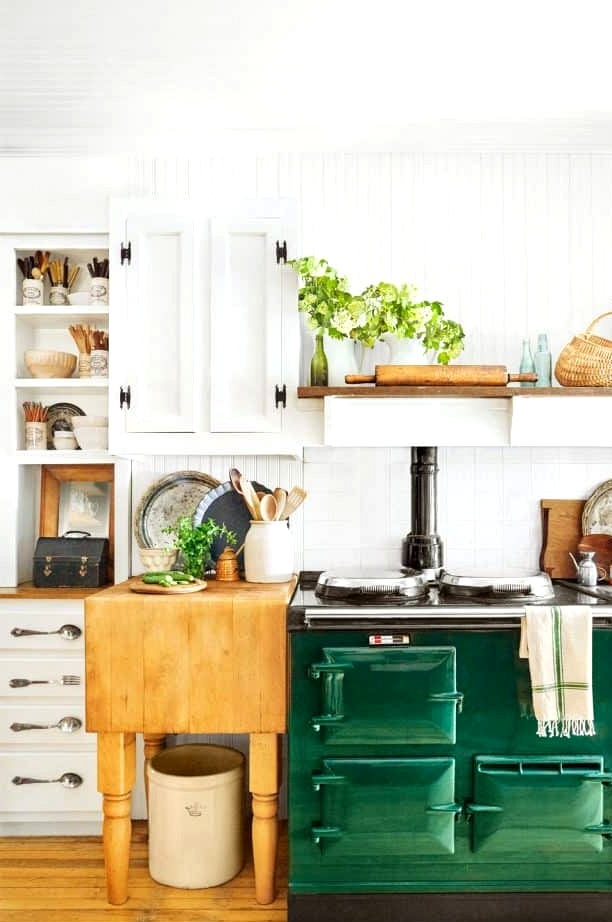 Farmhouse Kitchen in Bold Colors