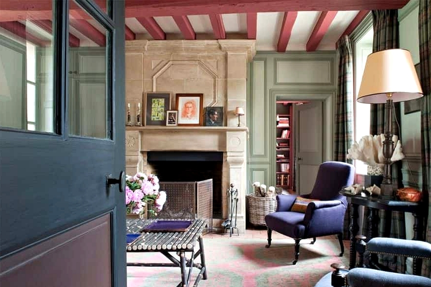 A Relaxed French Country Living Room