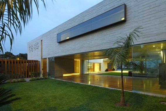 La Planicie House II by Oscar Gonzalez Moix in the La Molina District of Peru