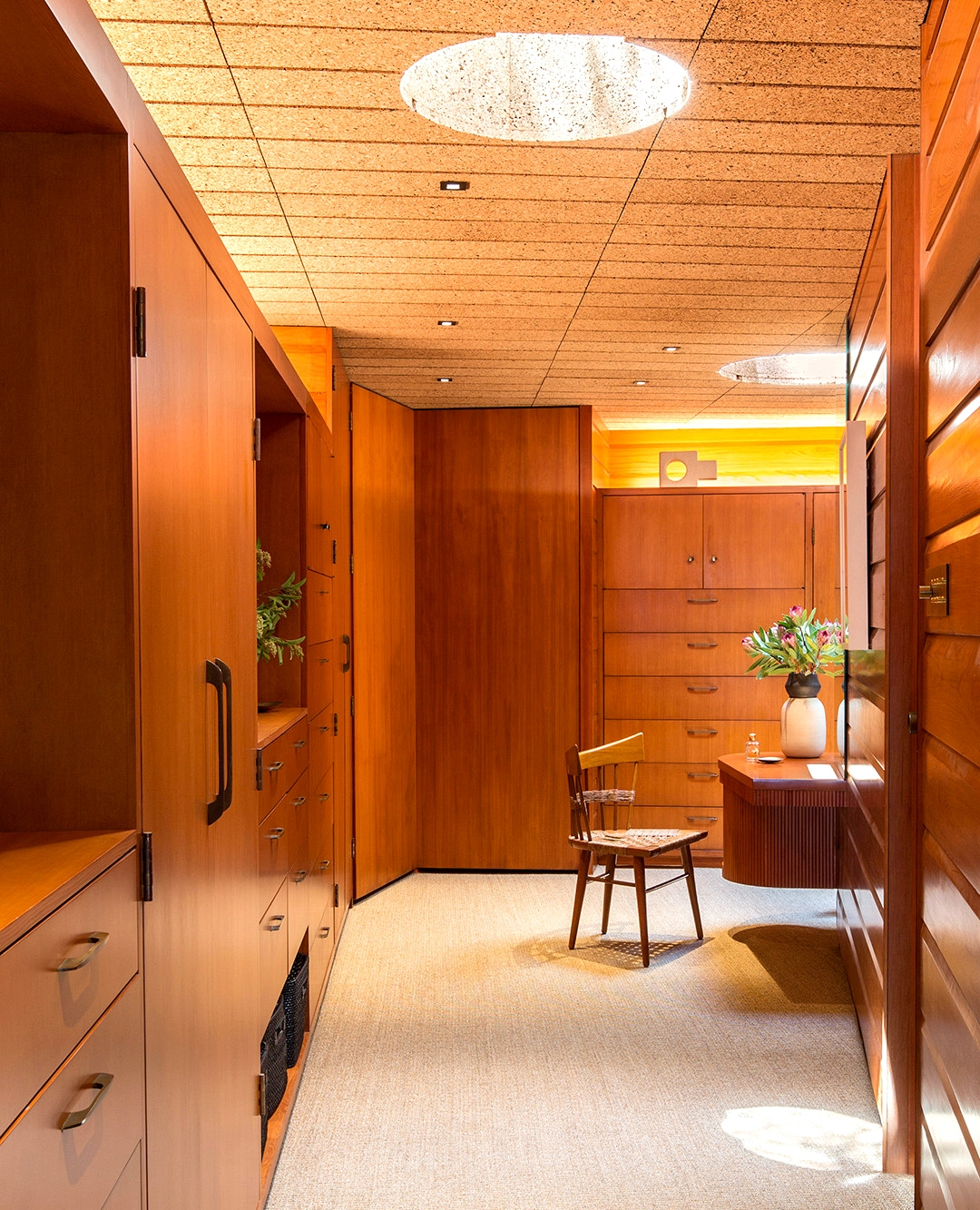 20 Practically Elegant Mid Century Modern Closet Designs