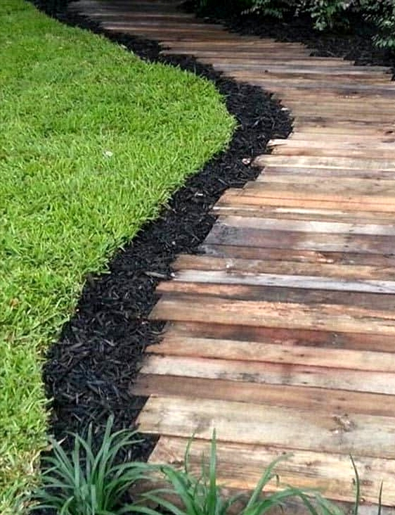 Use Mulch to Separate Your Lawn and Garden