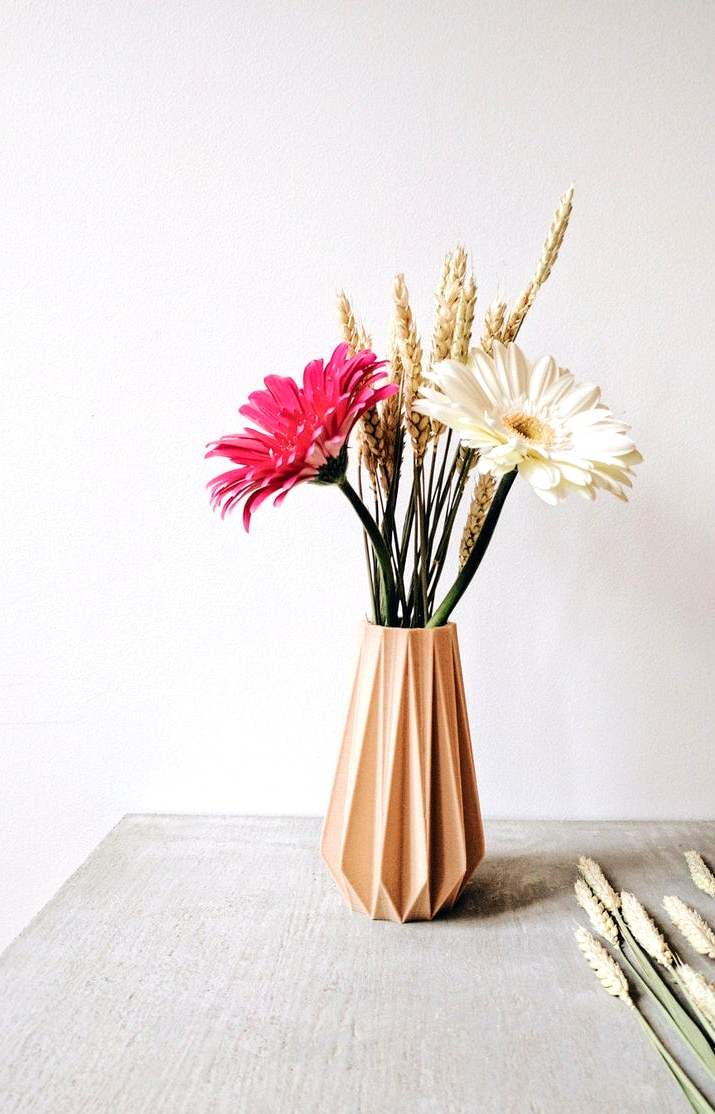 15 Stylish Modern Vase Designs That Will Add A Soft Touch To Your Decor
