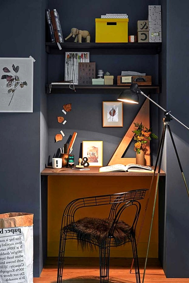 DIY project alert! Make your own home office in any alcove.