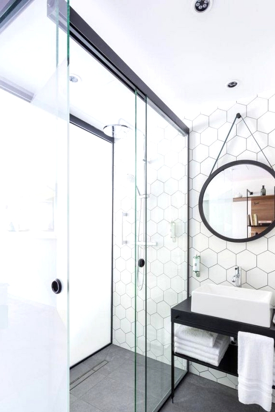 Black & White Bathrooms That Never Go Out of Style