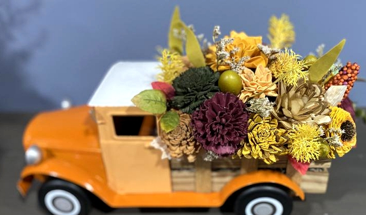 16 Vibrant Fall Centerpiece Designs To Add To Your Table Decor
