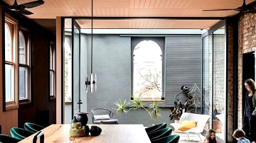 Black, steel and outdated brickwork: daring residence in Australian