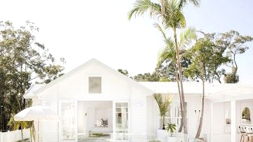 Whiter than white: stunning coastal residence with pool in Australia
