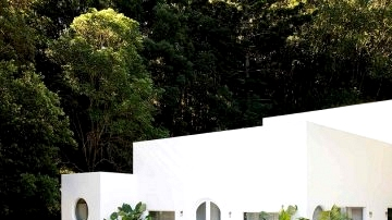 Paradise white dwelling with pool, surrounded on all sides by the jungle