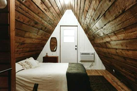 An American Cabin Shaped Like a Triangle Will Make You Dream About Cozy Winter