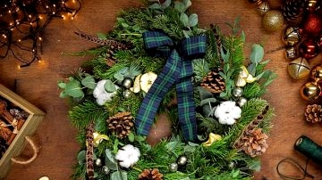 11 Whimsical Christmas Wreaths That Will Wake Up The Festive Spirit In Your Residence