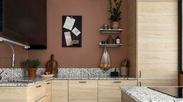 Small residence with pink kitchen in Sweden (42 sqm)