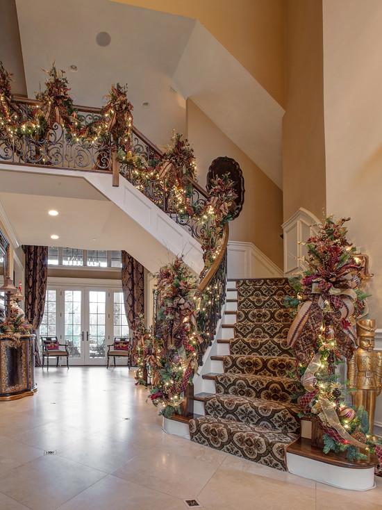 Christmas Design Ideas Part - 23: Christmas Design Idea For Staircase