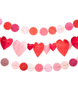 Easy Valentine's Day Garland for a kid friendly craft!