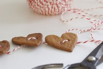 Gingerbread Hearts Garland