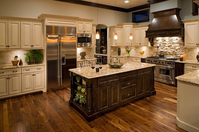 Traditional Kitchen with Brown Furnitures