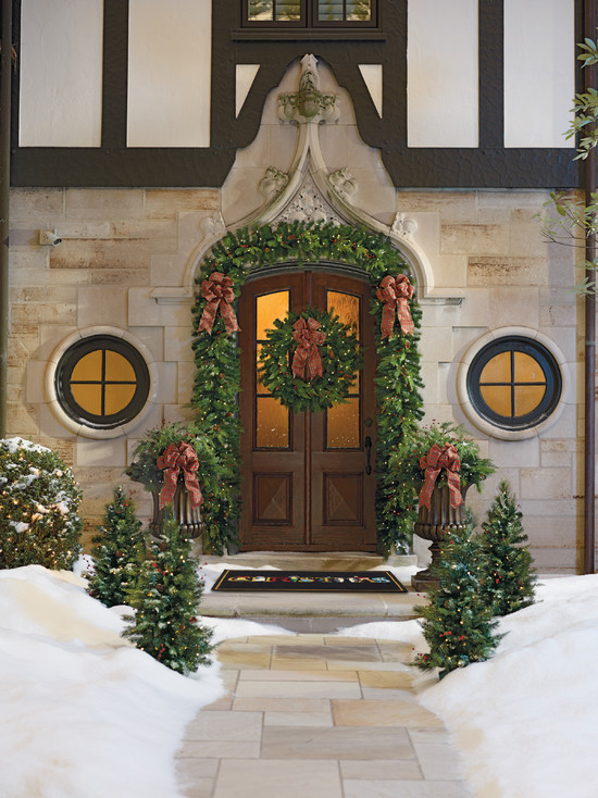 Traditional Outdoor Christmas Design Idea