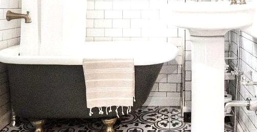15 Superior Tile Concepts for Your Toilet