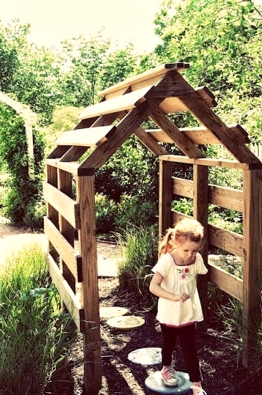 #1. WONDERFUL GARDEN TUNNEL SUITABLE FOR VINES AND GAMES ALIKE