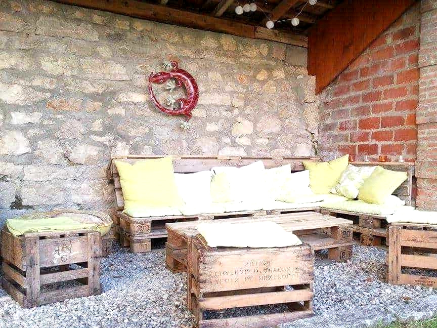 #15. OUTDOORS PALLET FURNITURE SET FOR THE HOLE FAMILY