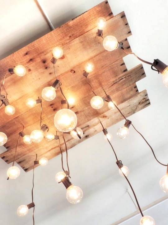 #16. WOODEN PALLET TURNED INTO A GORGEOUS CHANDELIER