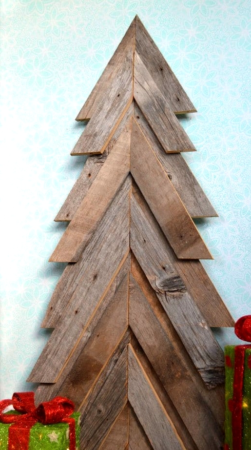 #49. A SIMPLE Wooden Pallet RUSTIC CHRISTMAS TREE