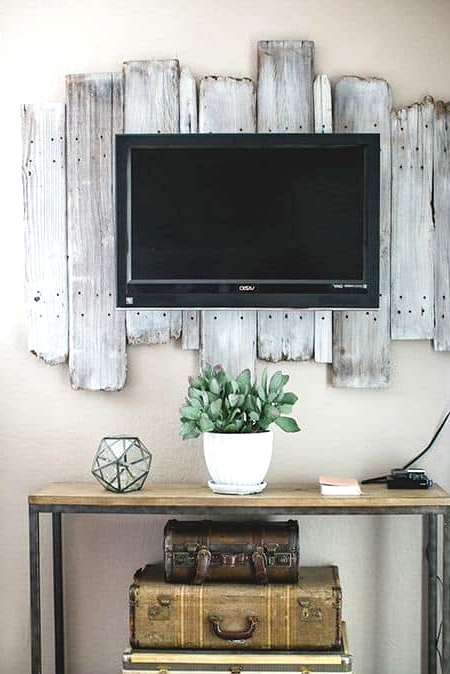 #51. A Wooden pallet TV BACKGROUND