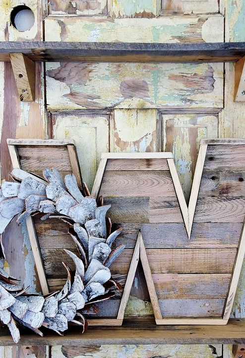 #58. PALLET WOOD BOOKENDS