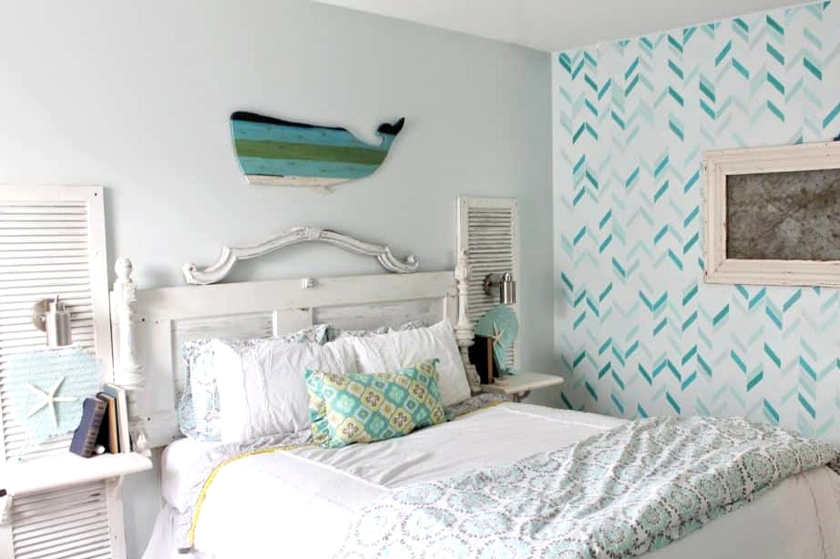Decorate in Shabby Chic to Mix Rustic and Coastal