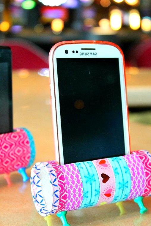 easy diy phone holder full of color