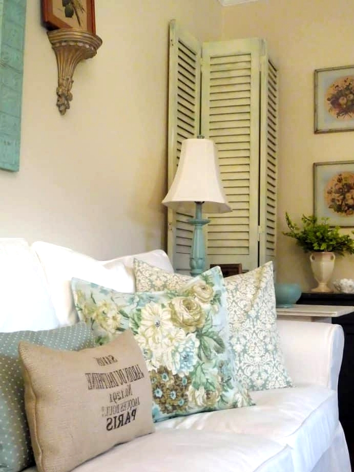 A Blue and White Theme for Living Room