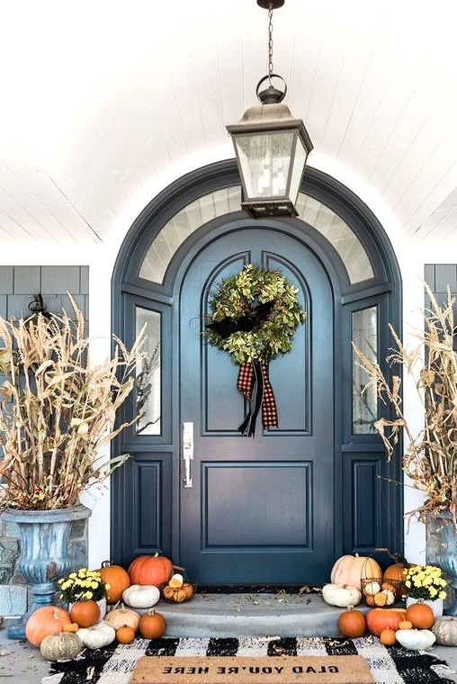 Layering door mats for fall front porch decor