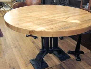 Fall for the Curves with a Circular Kitchen Island