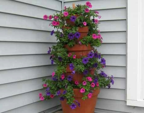 15 Awesome DIY Projects For Small Gardens