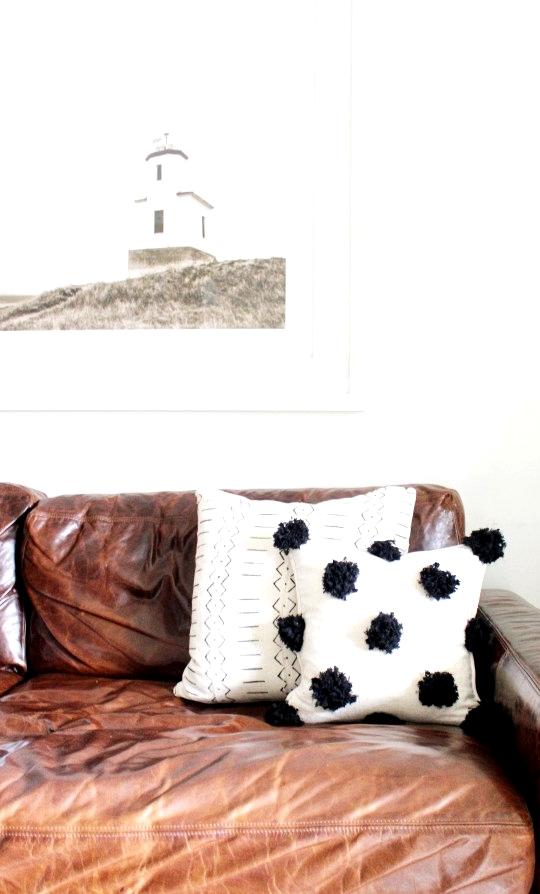 DIY pom pom pillow #diy #easydiy #diypillow #diyhomedecor