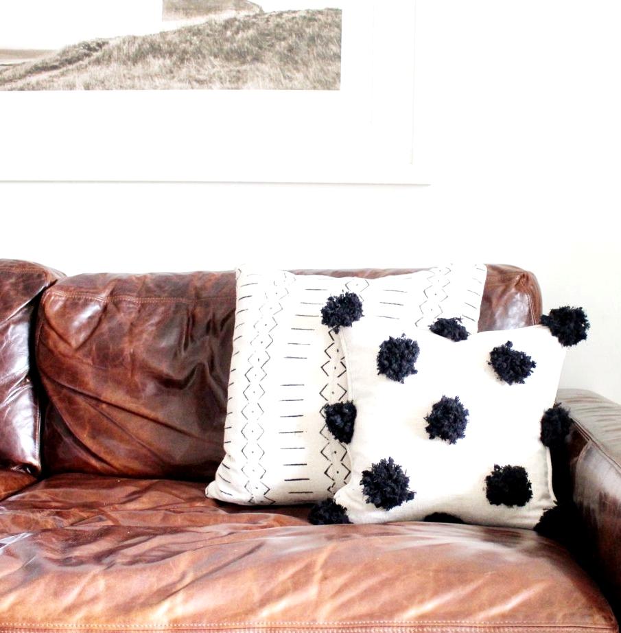 Simple DIY Pom Pom Pillow