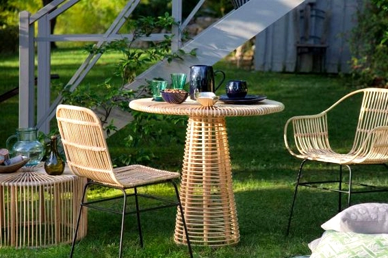 9 Tiny Outdoor Dining Rooms Youll Love