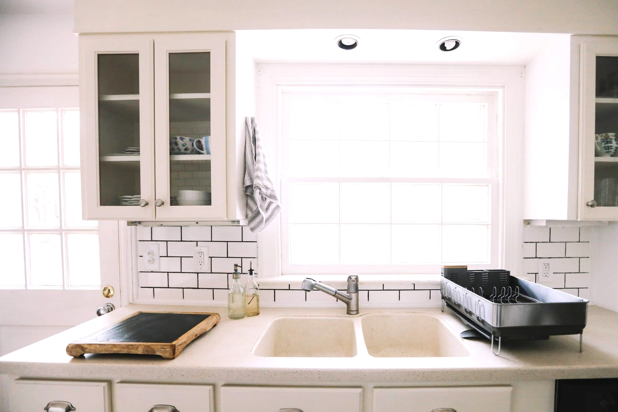 Use a Granite Composite Sink for the Farmhouse Look