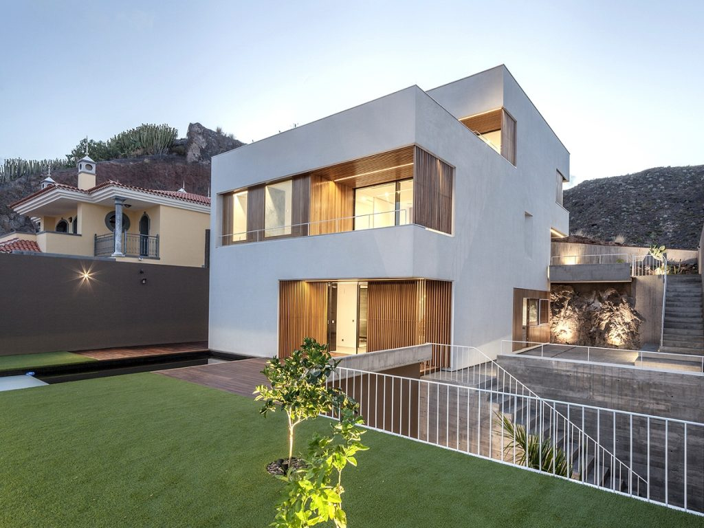 Chris Home by Equipo Olivares Arquitectos in Tenerife, Spain