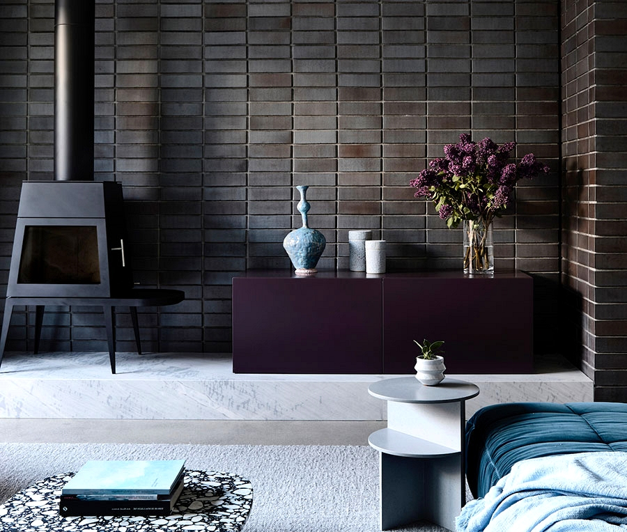 Cool blue and white dwelling with black brick wall for a designer in Melbourne