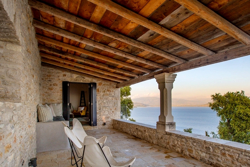 20 Breathtaking Mediterranean Balcony Designs That Are Pure Bliss