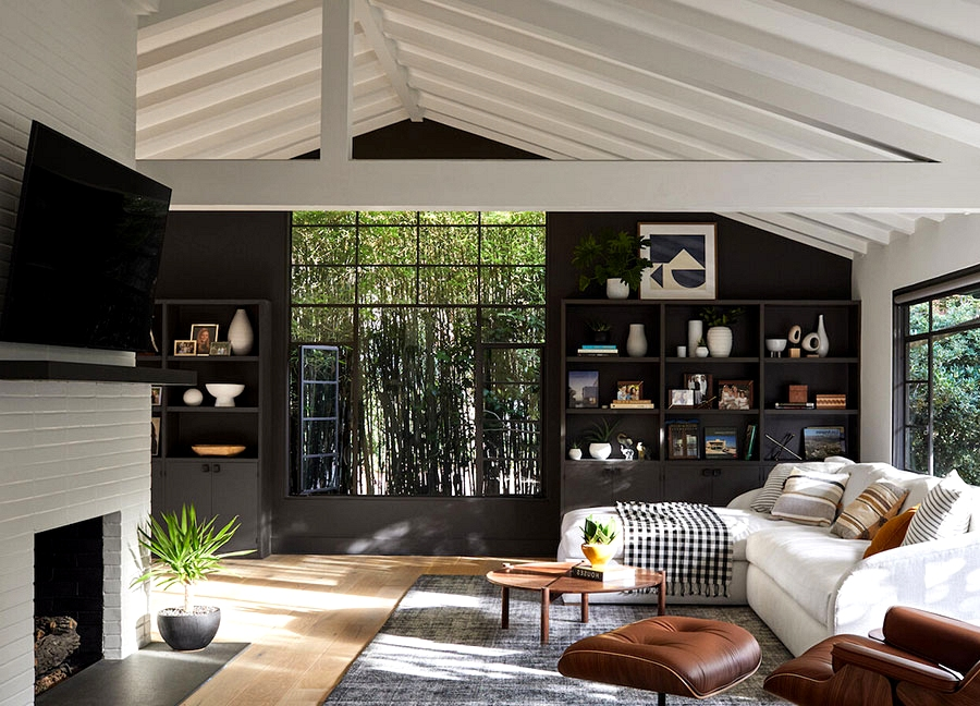 Up to date bungalow with pool in California