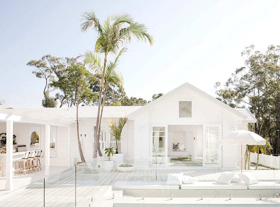 Whiter than white: stunning coastal residence with pool in Australia