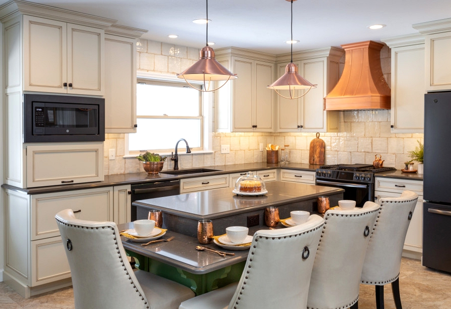 16 Spectacular Traditional Kitchen Interiors You Will Drool Over