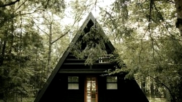 An American Cabin Formed Like a Triangle Will Make You Dream About Cozy Winter