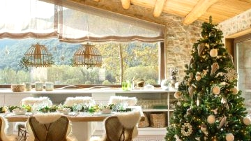 10 Finest Christmas Eating Rooms