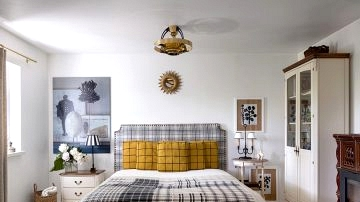 Plaid upholstery and classic furnishings: renovated summer time cottage in Kyiv, Ukraine