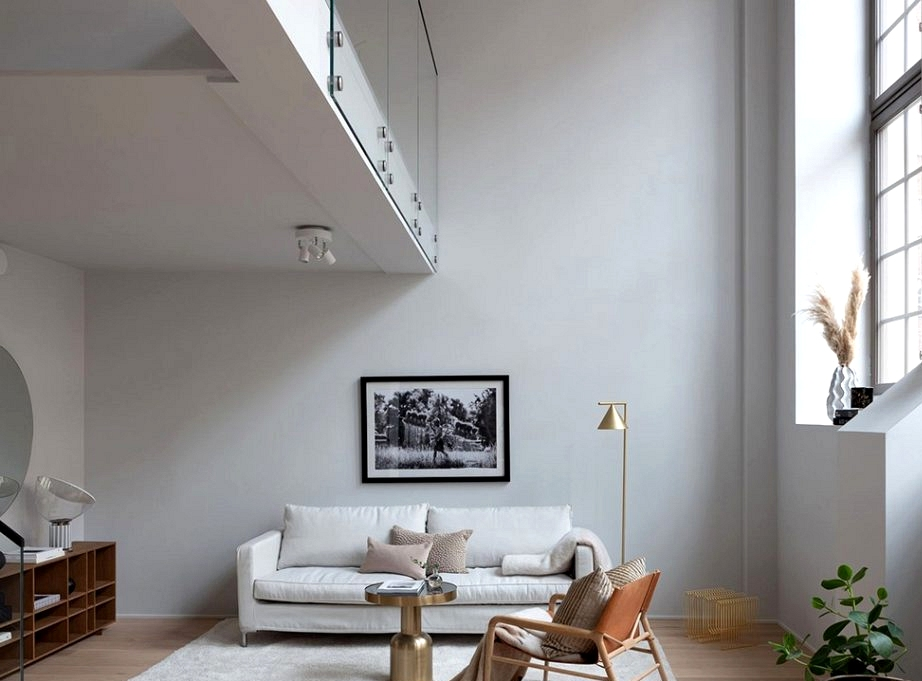 Minimal loft in outdated gymnasium in Stockholm (100 sqm)