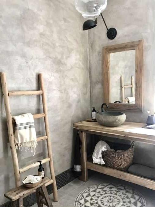 Distinctive Wabi-Sabi Toilet