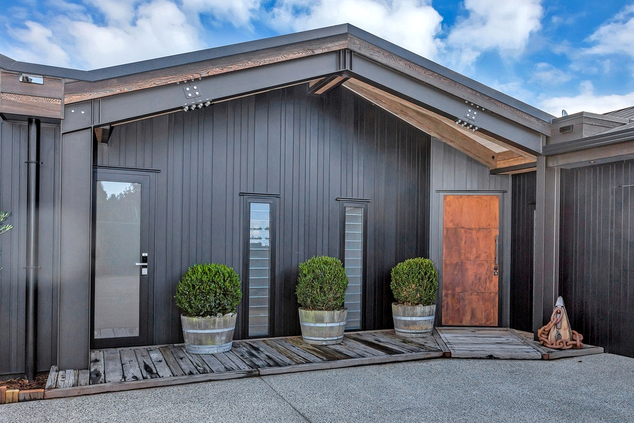 18 Appealing Farmhouse Entrance Designs You Should Get Ideas From